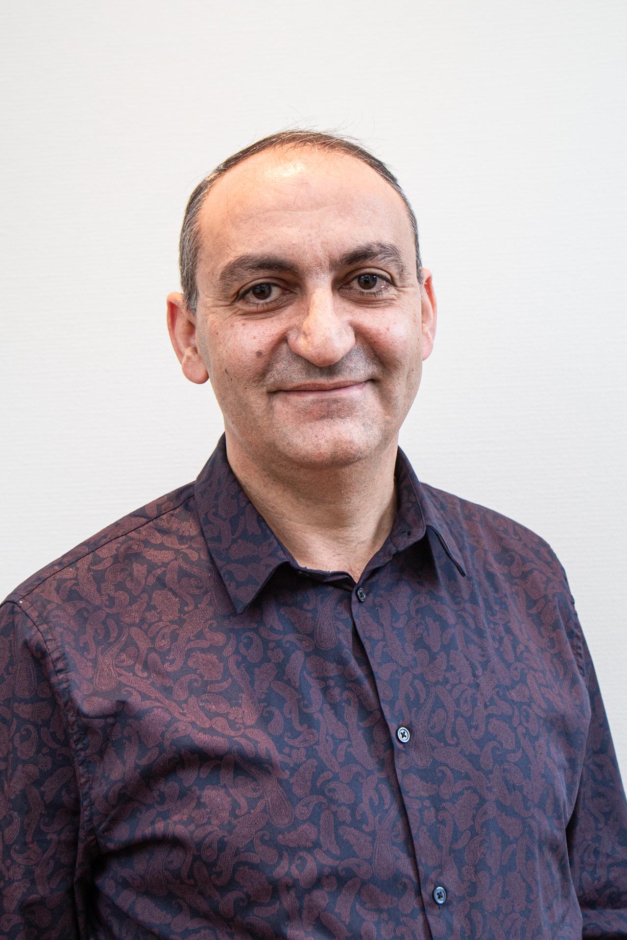 Dr Mazen Almesber